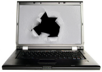 Laptop mit einem Loch im Bildschirm