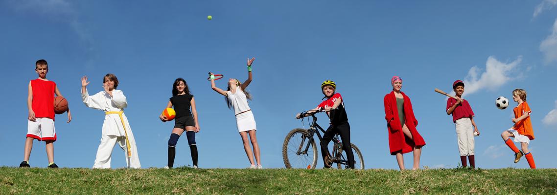 Jugendliche und verschiedene sportliche Aktivitäten