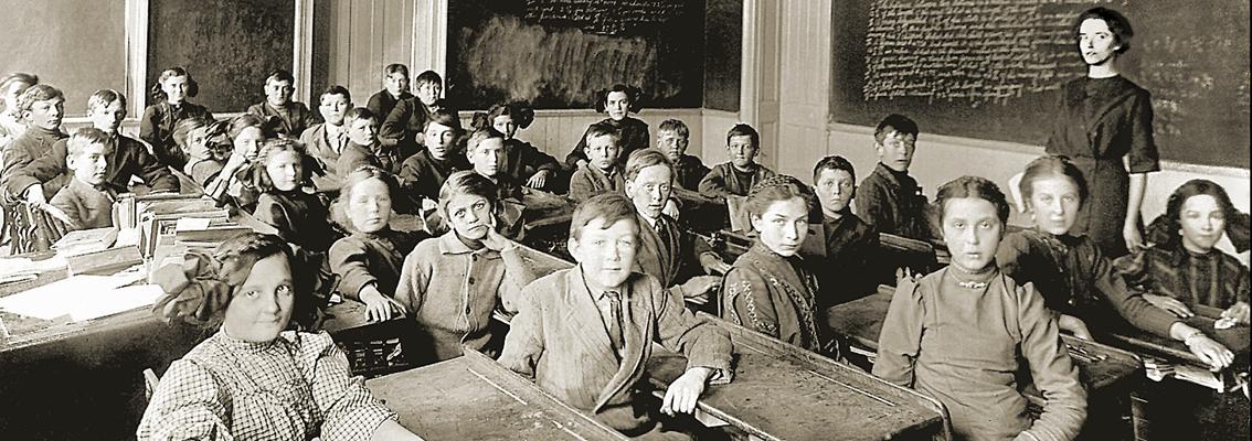 Eine Schulklasse vor 100 Jahren